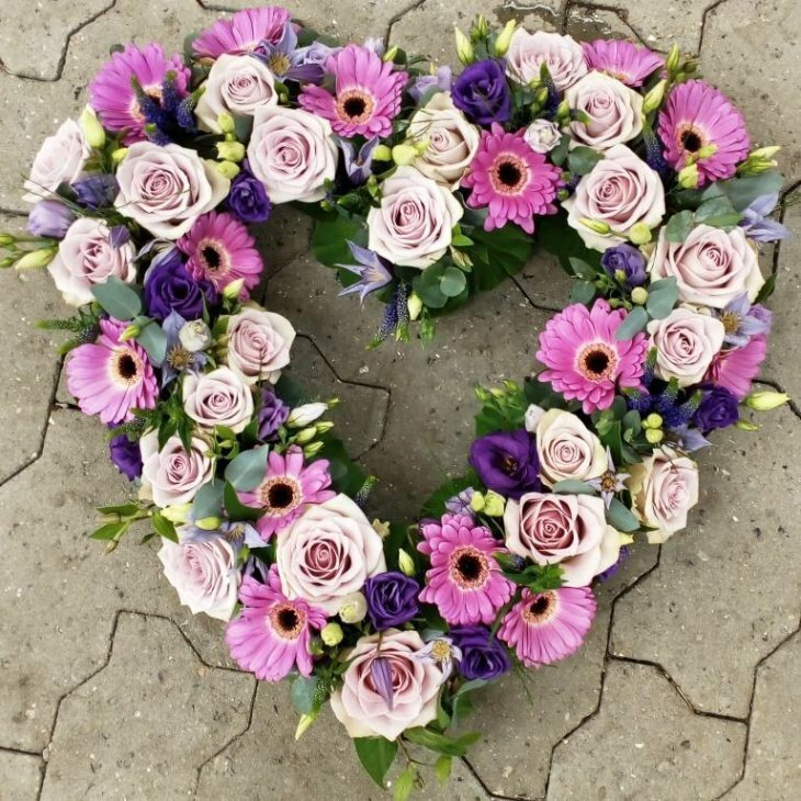 Blomster hjerte krans, i rosa og pink nuancer