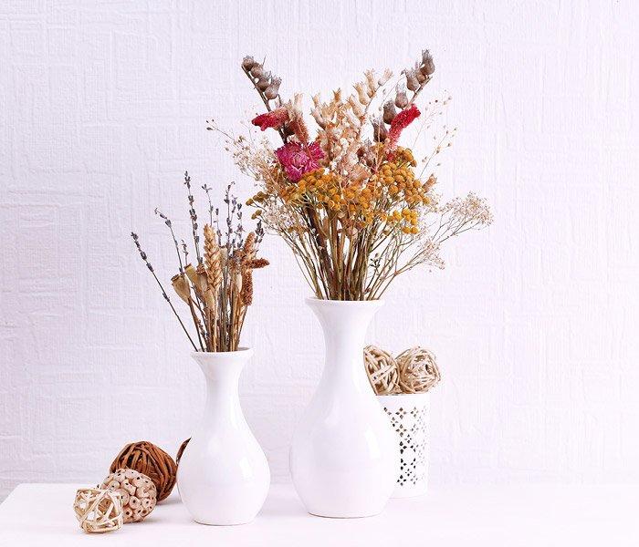 Vaser med tørrede blomster