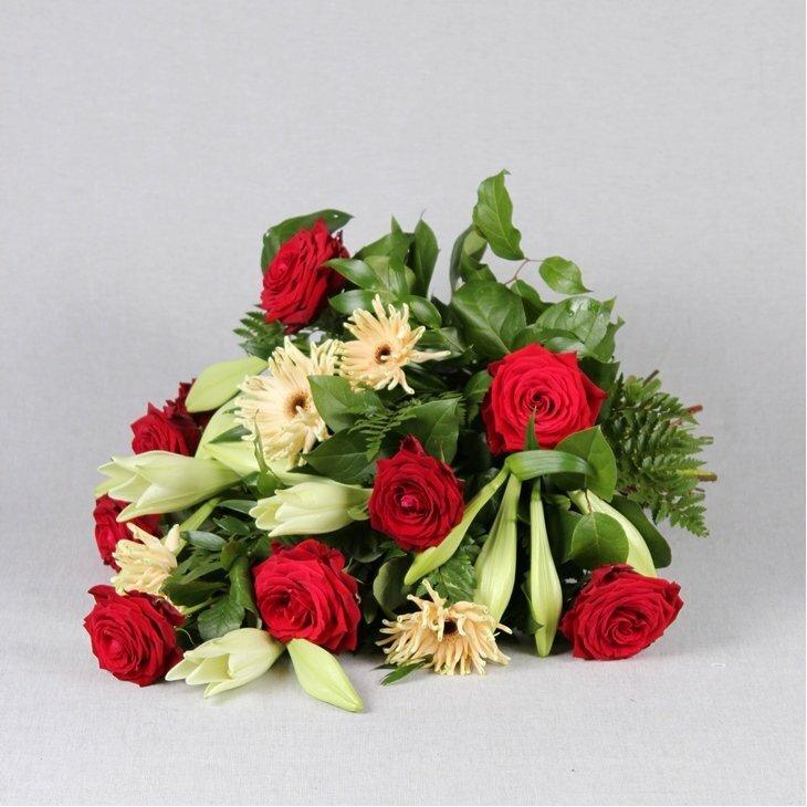 Bårebuket i røde roser og hvide liljer